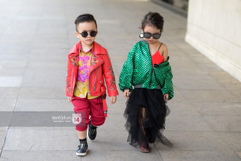 Street style VIFW ngày 4: Bộ tứ Vietnams Next Top Model diện tông trầm nhưng nổi bật, giới trẻ Hà Thành vẫn chung thủy với màu mè - Ảnh 15.