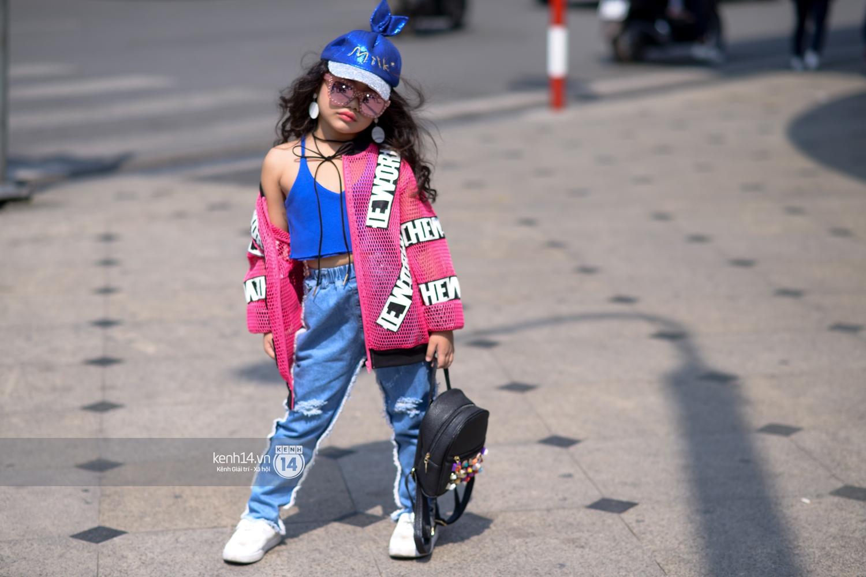Street style VIFW ngày 3: Các nhóc tì sành điệu lấn lướt cả người lớn về khoản mix đồ và tạo dáng - Ảnh 5.