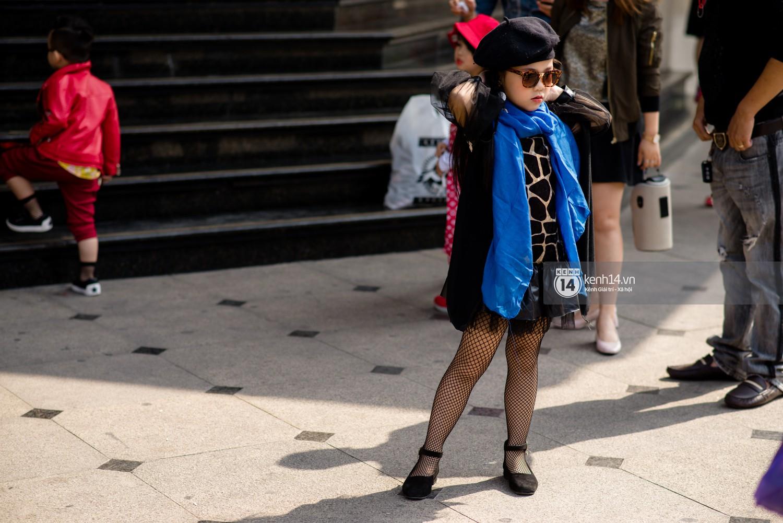 Street style VIFW ngày 4: Bộ tứ Vietnams Next Top Model diện tông trầm nhưng nổi bật, giới trẻ Hà Thành vẫn chung thủy với màu mè - Ảnh 17.