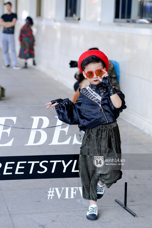 Street style ngày 2 VIFW: Dàn mẫu danh tiếng nhập cuộc, giới trẻ Hà thành thi nhau khoe phong cách dị cùng loạt màu tóc nổi bần bật - Ảnh 12.