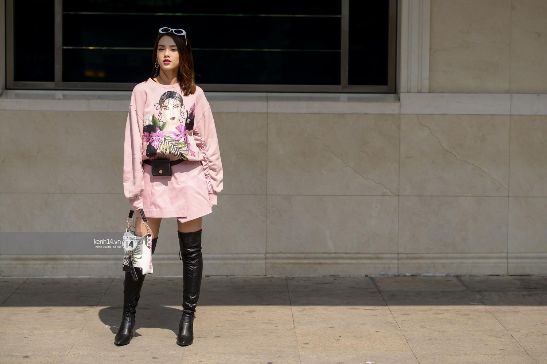 Street style VIFW ngày 4: Bộ tứ Vietnams Next Top Model diện tông trầm nhưng nổi bật, giới trẻ Hà Thành vẫn chung thủy với màu mè - Ảnh 9.