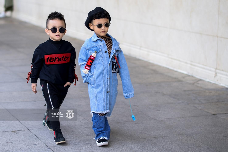 Street style VIFW ngày 3: Các nhóc tì sành điệu lấn lướt cả người lớn về khoản mix đồ và tạo dáng - Ảnh 4.