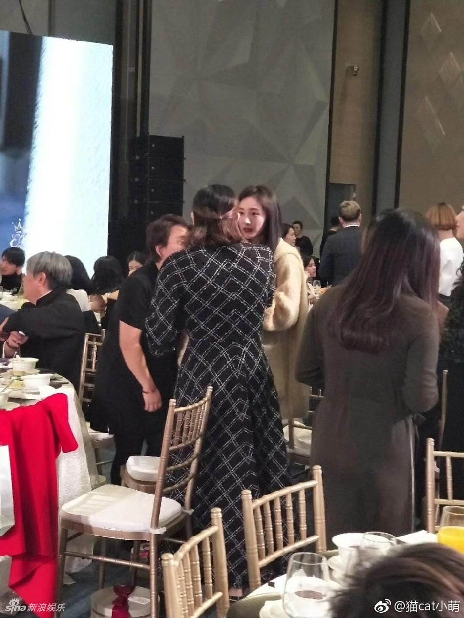 Đám cưới nhỏ bất ngờ thu hút chú ý vì sự xuất hiện xinh đẹp lấn át cô dâu của Dương Mịch - Ảnh 3.