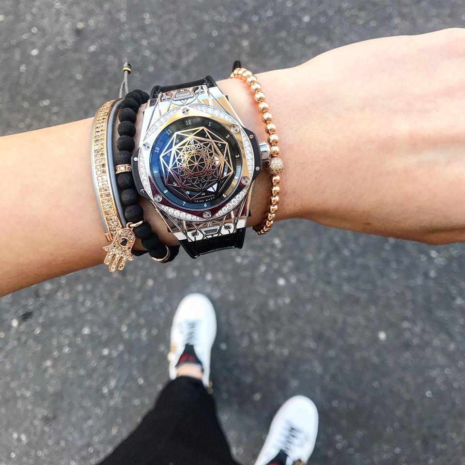 Chỉ chưa đầy 2 tuần, Kỳ Duyên đã khoe bộ đôi đồng hồ tiền tỷ sang trọng khiến ai cũng phải lác mắt - Ảnh 2.