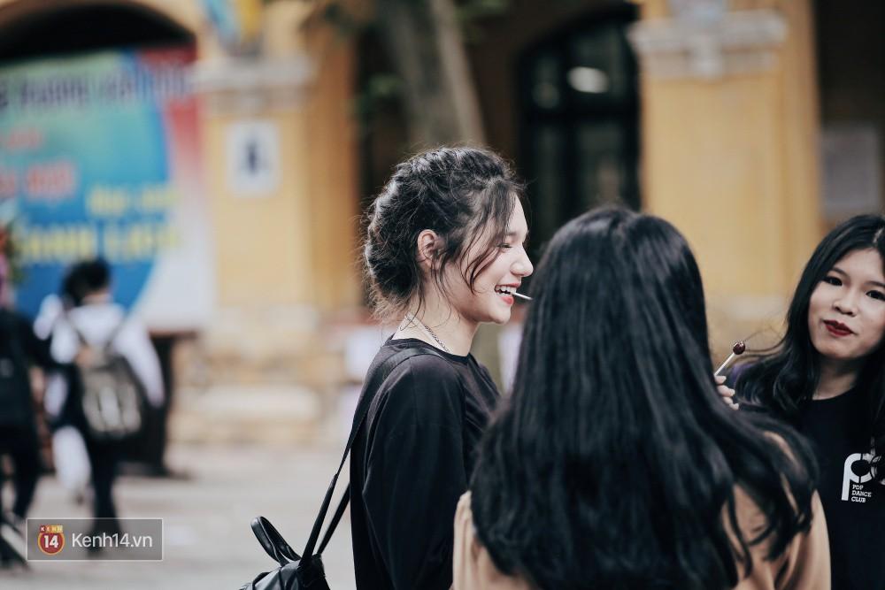 Trường Phan Đình Phùng: Không chỉ hotboy cầm cờ, cô bạn lai này cũng gây chú ý vì rất đáng yêu - Ảnh 10.