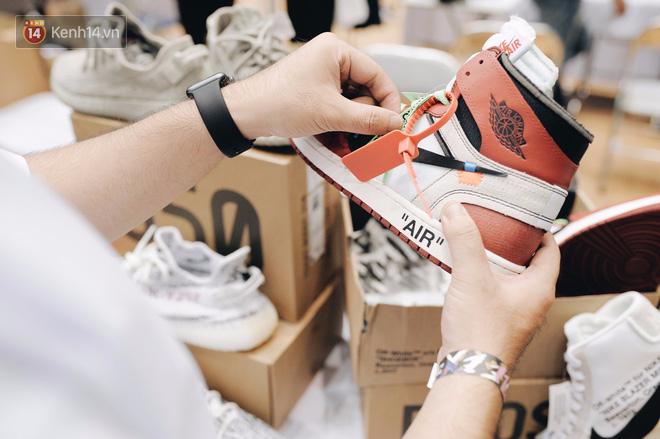 """ea28ca65 d3b0 4bb6 a9b8 de202af062f2 1511251193701 1511252365134 - Những mẫu sneakers đỉnh nhất của """"đầu giày"""" Việt tại Sole Ex: hàng hiếm, giá ngất ngưởng từ 150 tới hơn 340 triệu đồng"""