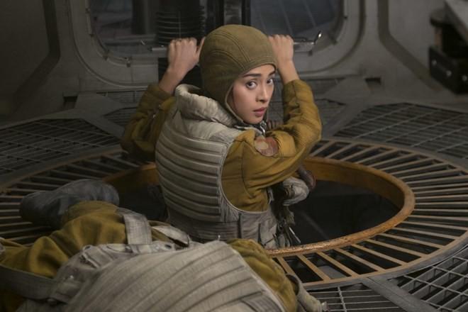 """Vai diễn của Ngô Thanh Vân trong """"Star Wars: The Last Jedi"""" – Bất ngờ và đầy cảm xúc"""