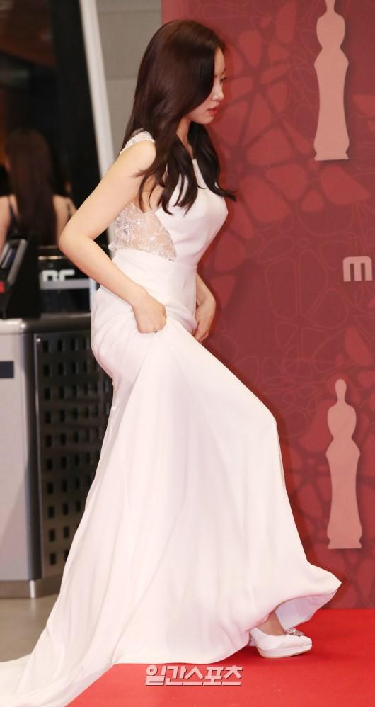 Thảm đỏ MBC Drama Awards hội tụ 30 sao khủng: Rắn độc Hyoyoung cúi người khoe ngực đồ sộ, chấp hết dàn mỹ nhân hạng A - Ảnh 26.