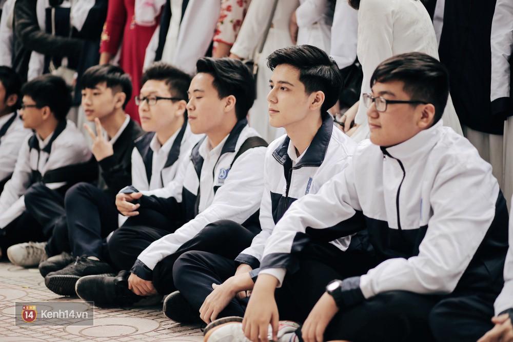 Trường Phan Đình Phùng: Không chỉ hotboy cầm cờ, cô bạn lai này cũng gây chú ý vì rất đáng yêu - Ảnh 4.