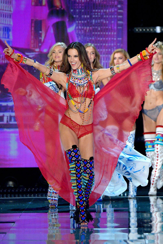 HOT: Victorias Secret Fashion Show 2017 đẹp ngoài sức tưởng tượng, Lais Ribeiro quá lộng lẫy với Fantasy Bra 2 triệu USD - Ảnh 58.
