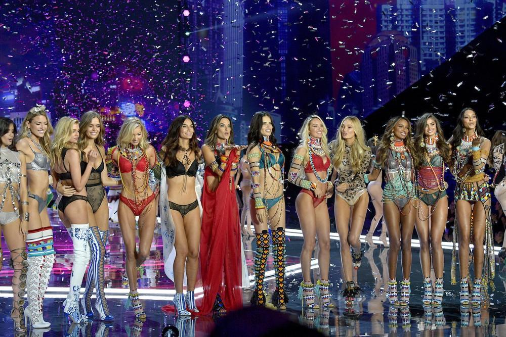 HOT: Victorias Secret Fashion Show 2017 đẹp ngoài sức tưởng tượng, Lais Ribeiro quá lộng lẫy với Fantasy Bra 2 triệu USD - Ảnh 60.