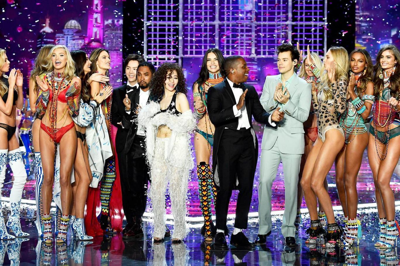HOT: Victorias Secret Fashion Show 2017 đẹp ngoài sức tưởng tượng, Lais Ribeiro quá lộng lẫy với Fantasy Bra 2 triệu USD - Ảnh 61.