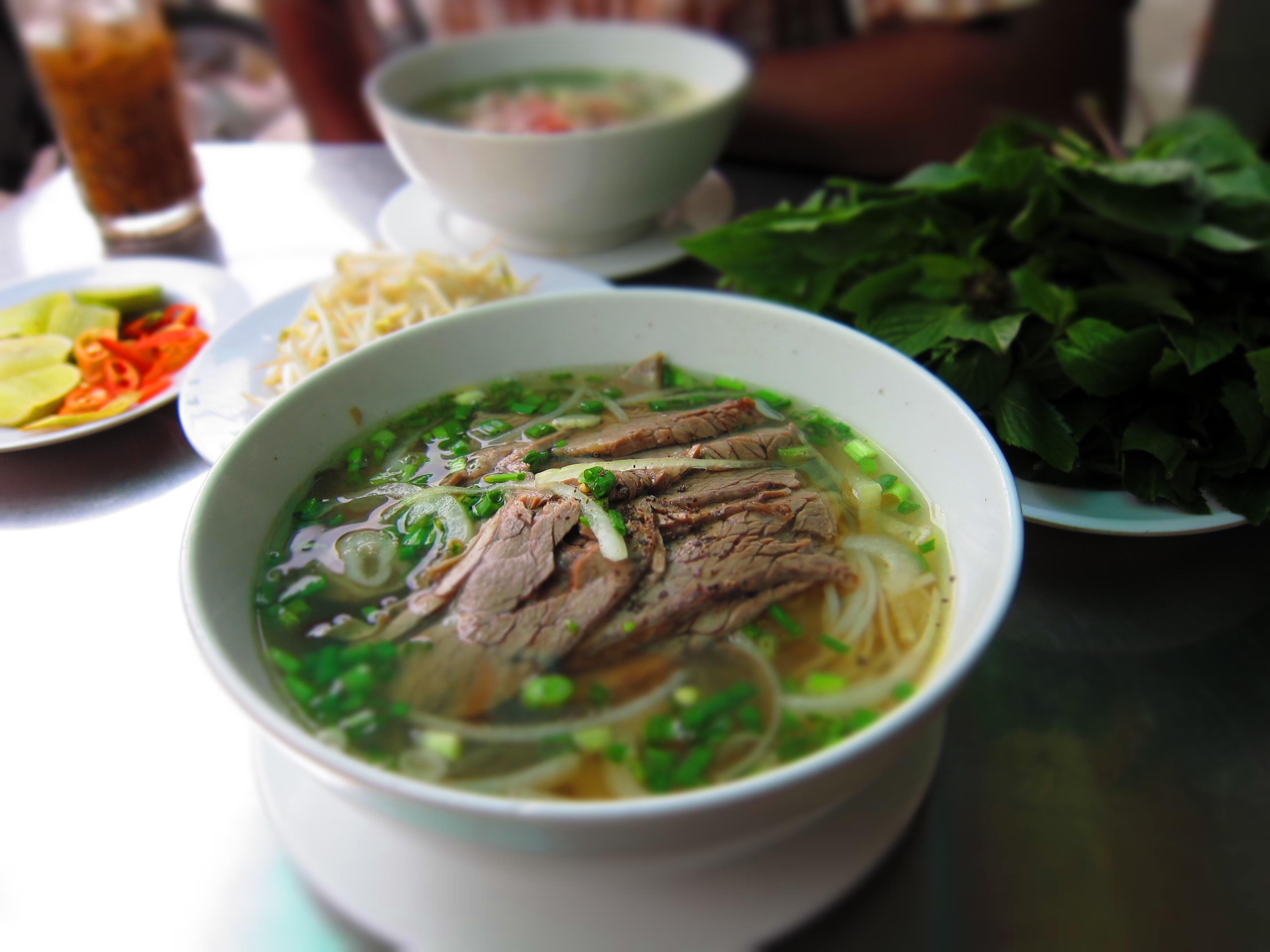 Từ những hàng quán nhỏ ven đường, nhìn ra khác biệt giữa cách kinh doanh Hà Nội - Sài Gòn - Ảnh 2.
