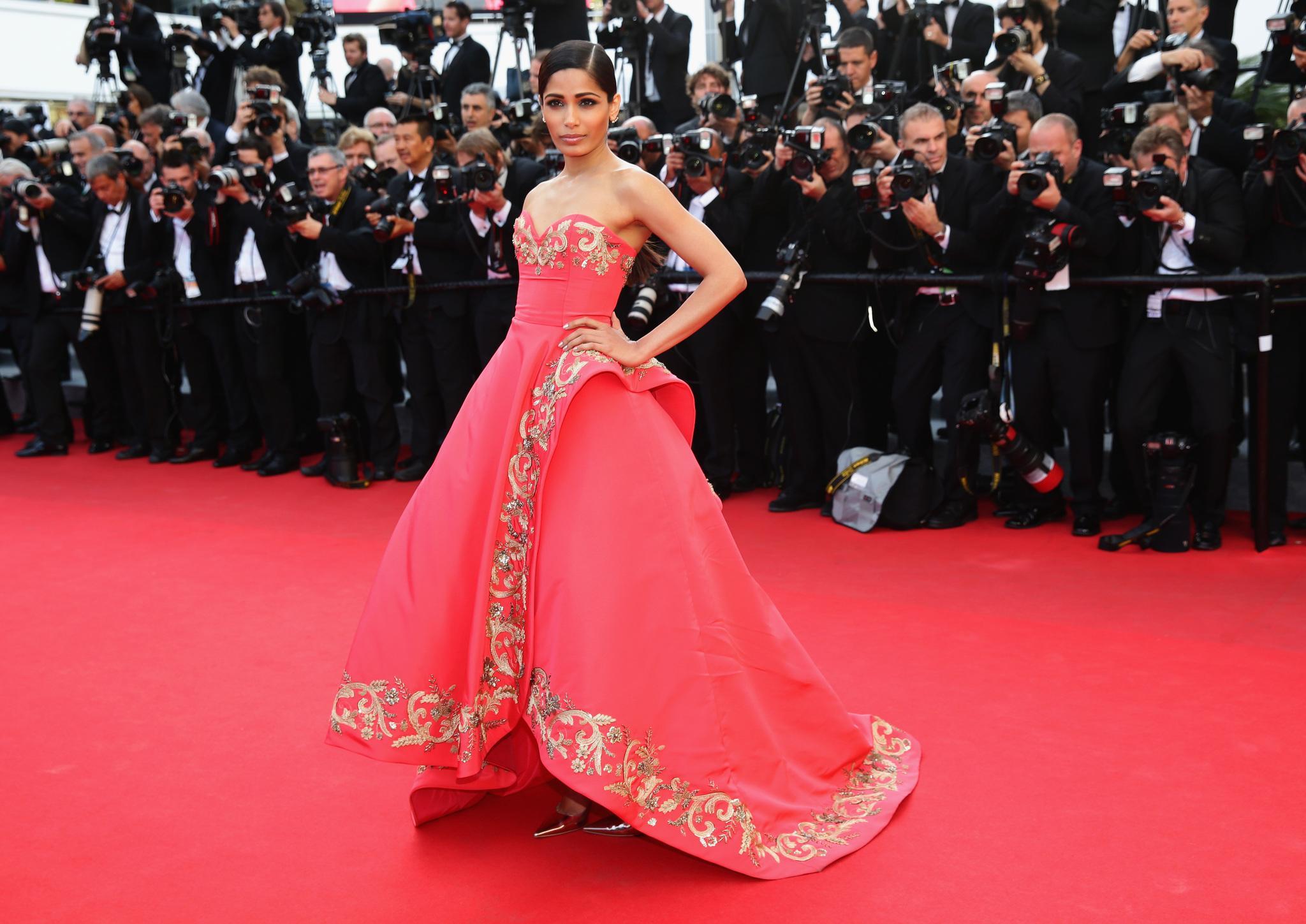 Đây chính là 16 bộ xiêm y đẹp không thể quên trong lịch sử thảm đỏ LHP Cannes - Ảnh 13.