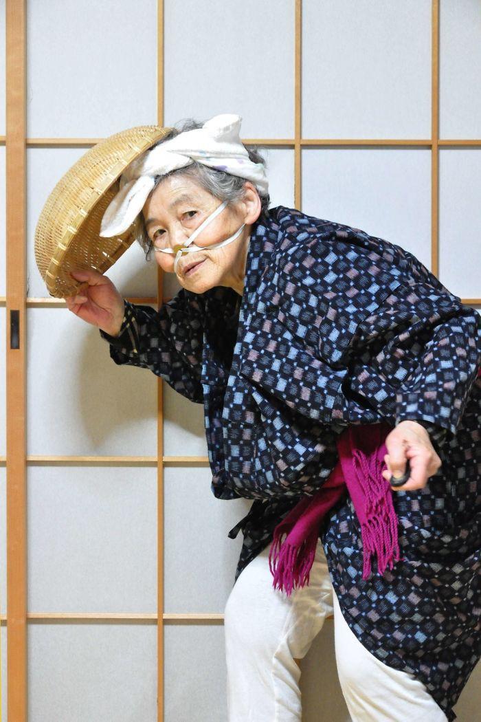 Cười té ghế với bộ ảnh hài của cụ bà 90 tuổi lầy lội nhất nước Nhật Bản - Ảnh 15.