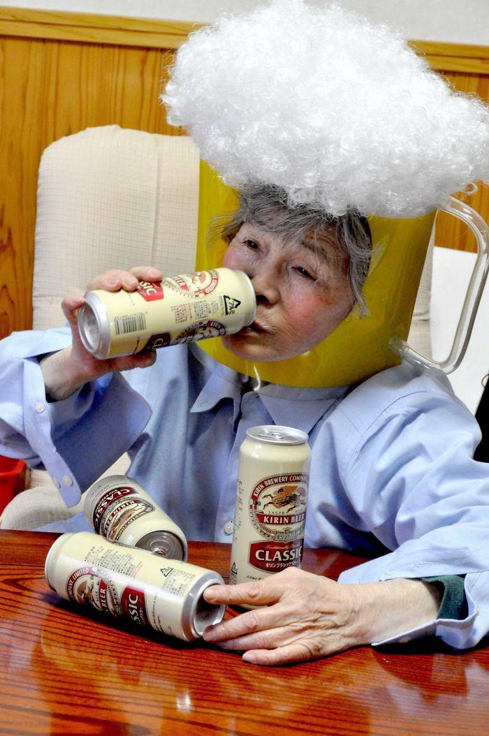 Cười té ghế với bộ ảnh hài của cụ bà 90 tuổi lầy lội nhất nước Nhật Bản - Ảnh 17.