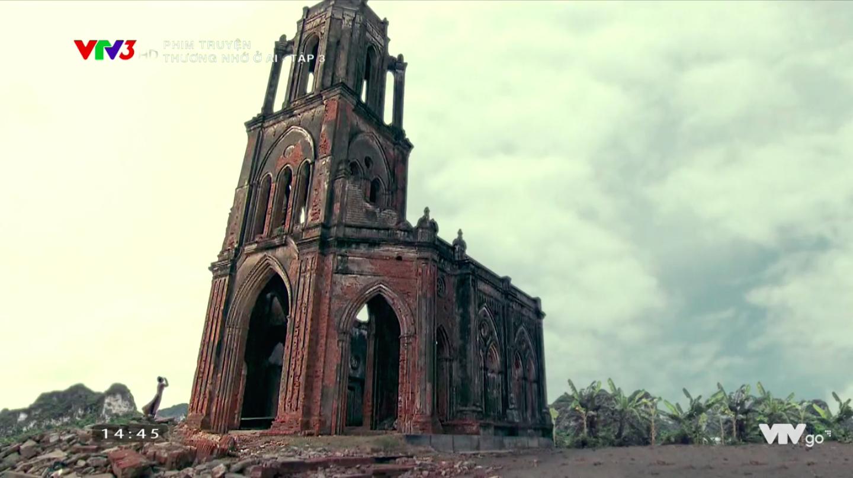 Nương chạy ra nhà thờ, dặn lòng là phải giữ niềm tin vào sự tốt đẹp trong lòng dân làng