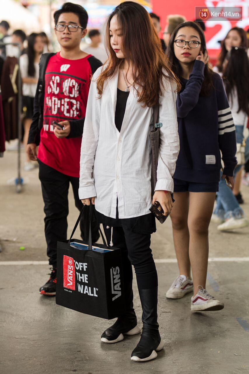 Đầu giày và tín đồ streetwear Sài Gòn lên đồ chất, trưng giày giá khủng tại sự kiện cuối tuần qua - Ảnh 1.