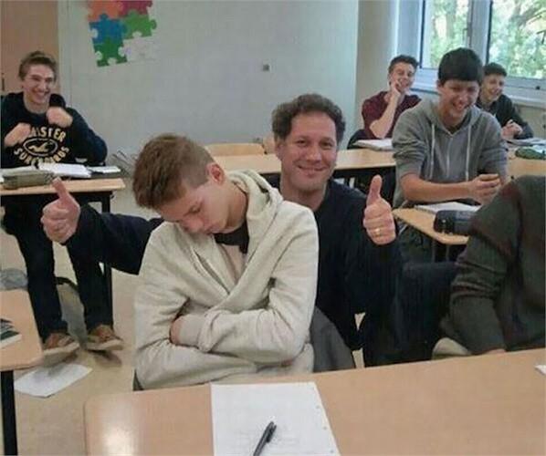 15 khoảnh khắc mà hội giáo viên cũng quái chiêu chẳng kém học sinh là mấy - Ảnh 21.