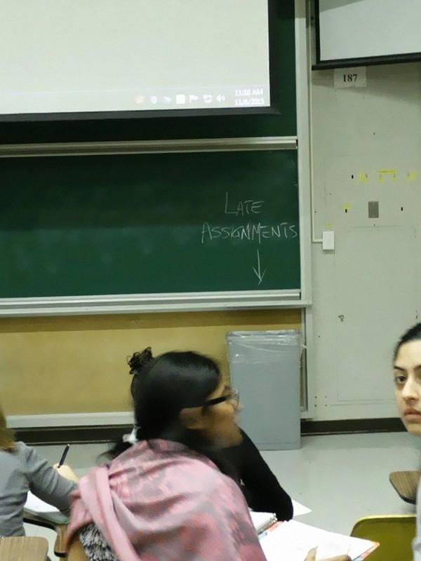 15 khoảnh khắc mà hội giáo viên cũng quái chiêu chẳng kém học sinh là mấy - Ảnh 23.