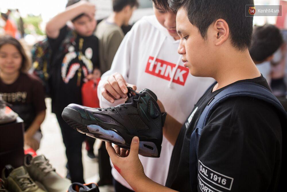 Đầu giày và tín đồ streetwear Sài Gòn lên đồ chất, trưng giày giá khủng tại sự kiện cuối tuần qua - Ảnh 12.