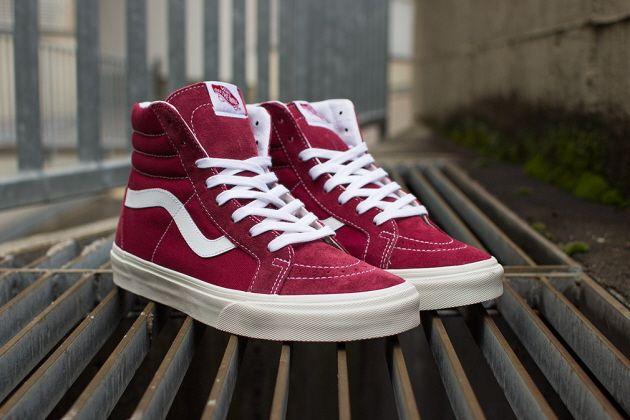 Tết phải sắm ngay vài đôi giày đỏ như thế này mới chất - Ảnh 9.