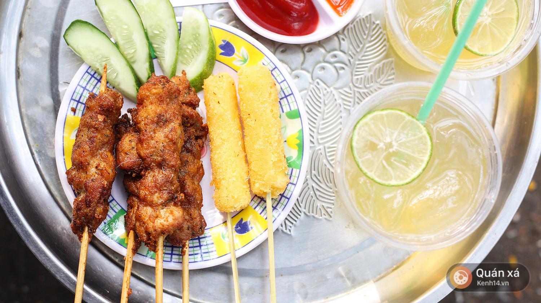 Trong vô vàn loại xiên nướng, có 1 loại rất ít nơi bán ở Hà Nội mà không phải ai cũng từng ăn - Ảnh 7.