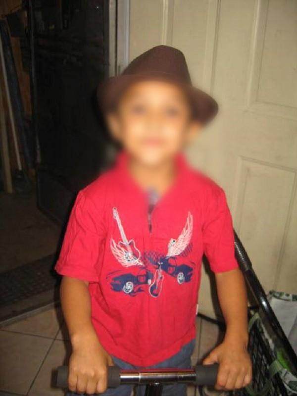 Nước Mỹ phẫn nộ vụ việc bé trai 8 tuổi bị mẹ và gã bạn trai tra tấn tới chết vì nghi là đồng tính - Ảnh 2.