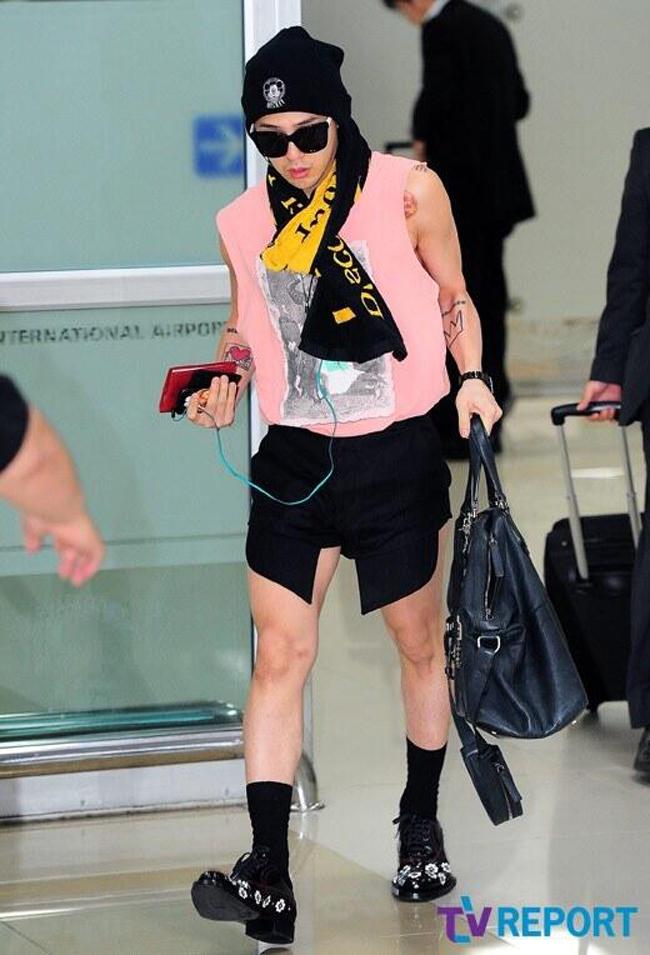 1001 kiểu thời trang sân bay dị như thể sợ không ai nhìn của các nam idol xứ Hàn - Ảnh 5.