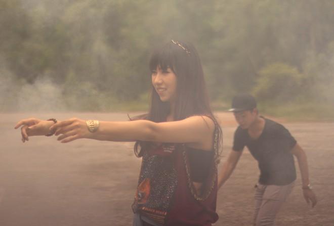 Min: Từ cô nàng xì tin như bao người giờ bỗng đi đầu cho phong cách thời trang tuyệt xinh trong MV - Ảnh 5.