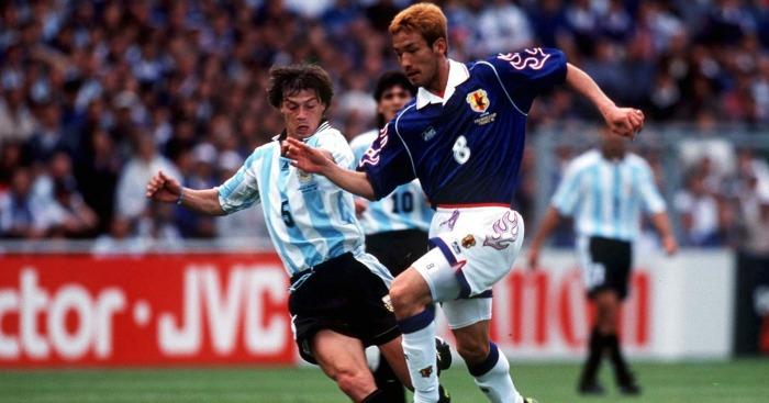 Hidetoshi Nakata: Biểu tượng bóng đá và thời trang, một David Beckham châu Á - Ảnh 2.