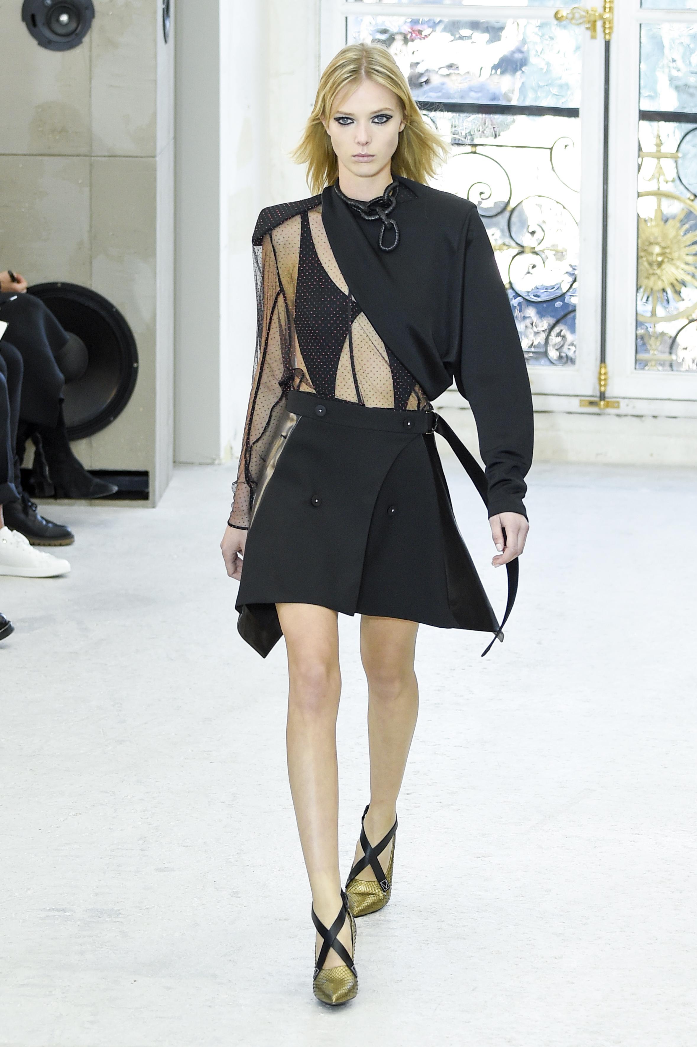 Người mẫu tố bị Louis Vuitton bắt chỉ được uống nước 24 giờ, rồi vẫn tống cổ vì... quá béo - Ảnh 1.