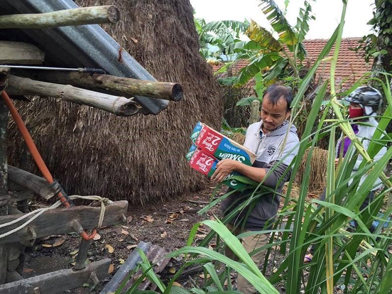 Tin kẻ gian, nhà từ thiện bị lừa mất 49 triệu đồng tiền quyên góp ủng hộ cho bà con vùng bão lũ - Ảnh 1.
