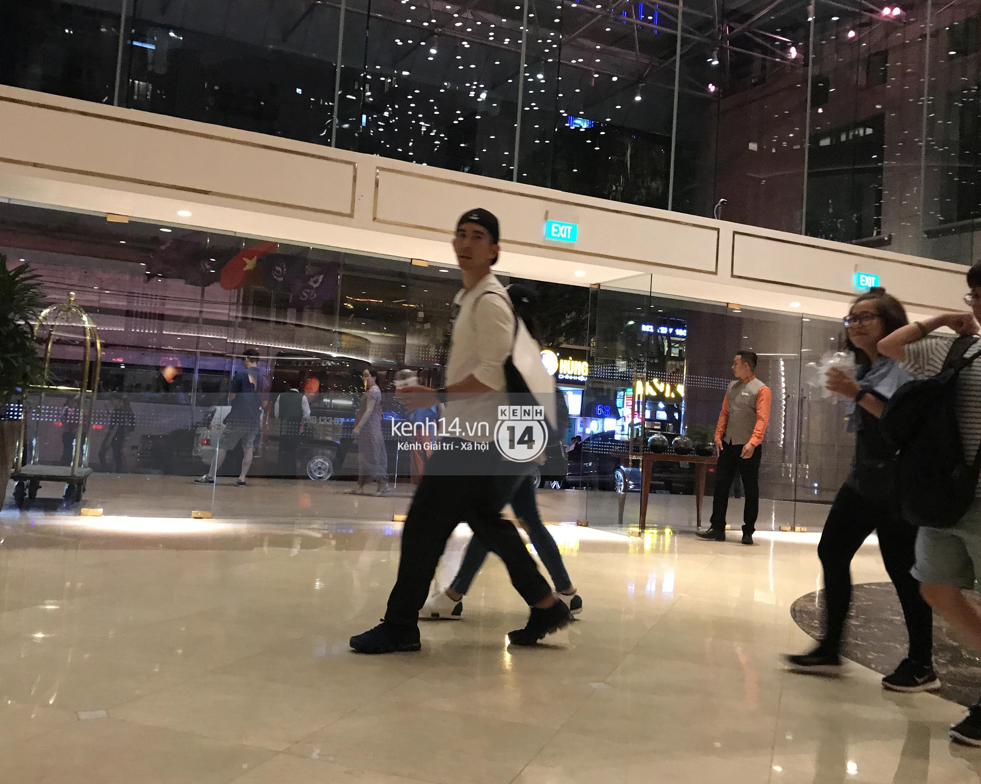 ĐỘC QUYỀN: Vợ chồng Triệu Mẫn Giả Tịnh Văn bất ngờ khi bị bắt gặp tại khách sạn Sài Gòn - Ảnh 4.