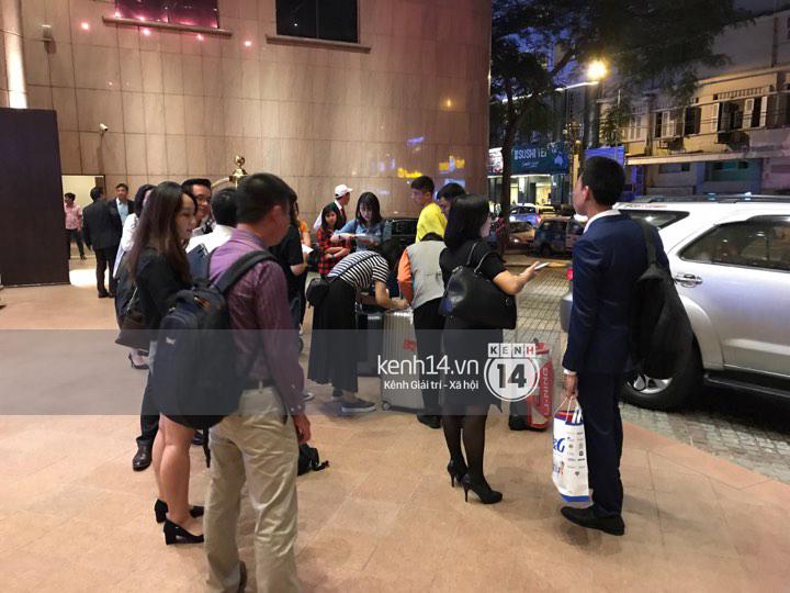 ĐỘC QUYỀN: Vợ chồng Triệu Mẫn Giả Tịnh Văn bất ngờ khi bị bắt gặp tại khách sạn Sài Gòn - Ảnh 8.
