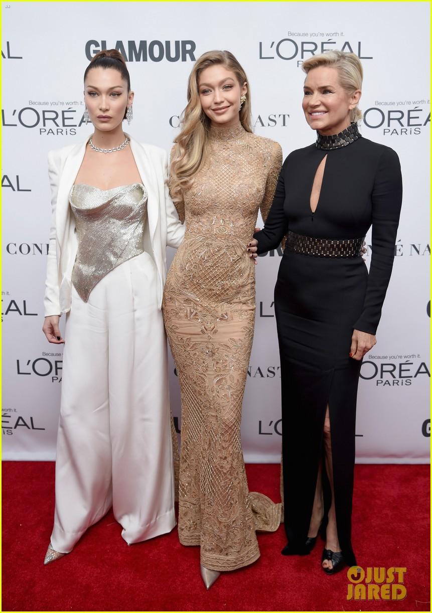 Vì diện bộ đầm dài siêu lộng lẫy, Gigi Hadid phải trả giá bằng màn suýt ngã sấp mặt trên phố - Ảnh 7.