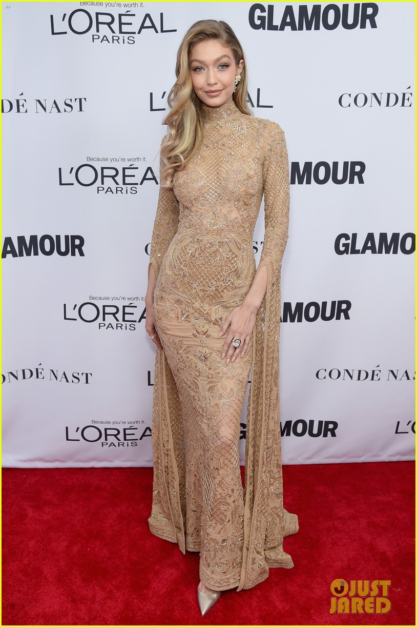Vì diện bộ đầm dài siêu lộng lẫy, Gigi Hadid phải trả giá bằng màn suýt ngã sấp mặt trên phố - Ảnh 5.