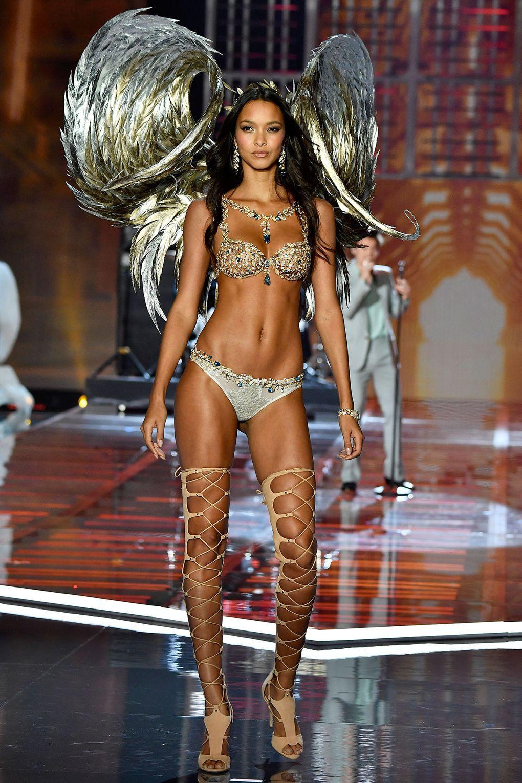 HOT: Victorias Secret Fashion Show 2017 đẹp ngoài sức tưởng tượng, Lais Ribeiro quá lộng lẫy với Fantasy Bra 2 triệu USD - Ảnh 38.