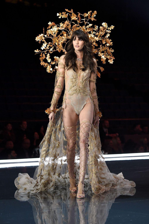 HOT: Victorias Secret Fashion Show 2017 đẹp ngoài sức tưởng tượng, Lais Ribeiro quá lộng lẫy với Fantasy Bra 2 triệu USD - Ảnh 42.