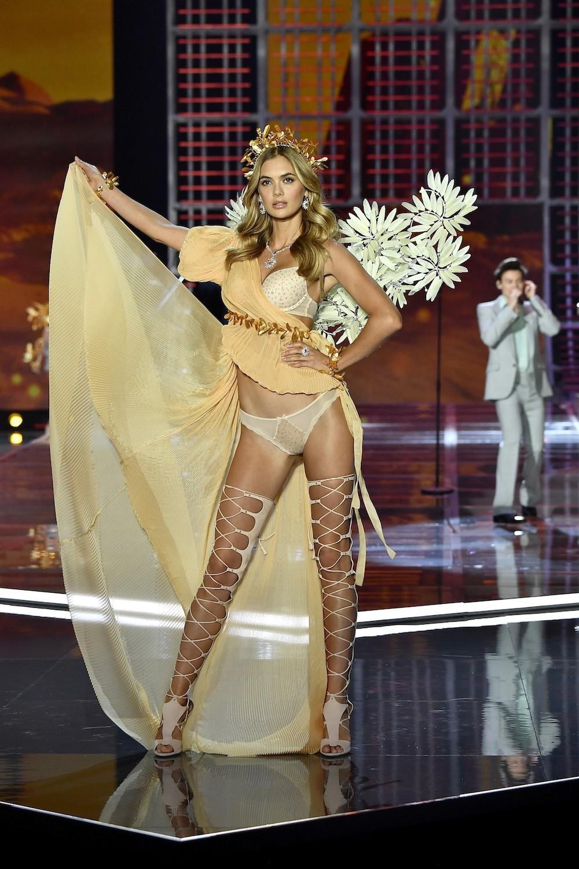 HOT: Victorias Secret Fashion Show 2017 đẹp ngoài sức tưởng tượng, Lais Ribeiro quá lộng lẫy với Fantasy Bra 2 triệu USD - Ảnh 46.