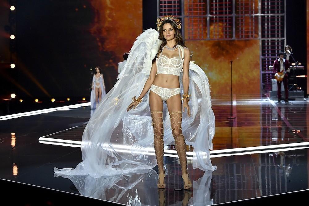 HOT: Victorias Secret Fashion Show 2017 đẹp ngoài sức tưởng tượng, Lais Ribeiro quá lộng lẫy với Fantasy Bra 2 triệu USD - Ảnh 47.