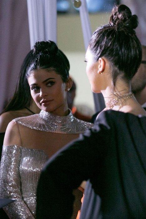 Quê vì không được vào tiệc, Kendall Jenner đổ lỗi cho cô em Kylie? - Ảnh 2.