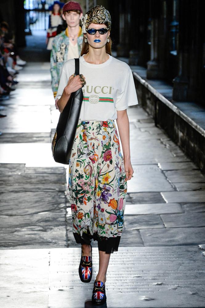 13 triệu đồng: giá chát thế mà chiếc áo thun Gucci này vẫn phá đảo đường phố như thường! - Ảnh 3.