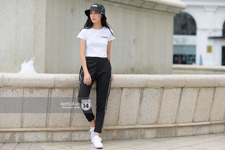 Toàn quất trắng đen nhưng street style của giới trẻ 2 miền chẳng hề nhàm chán mà còn nổi hết cỡ - Ảnh 9.