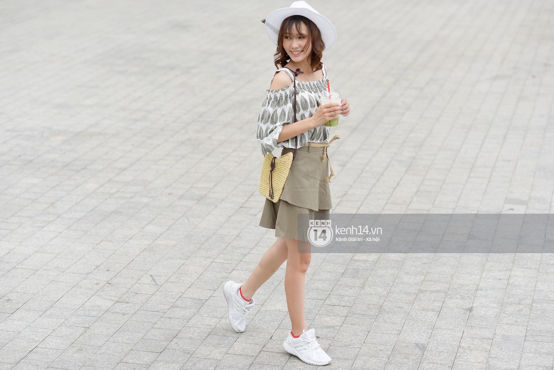 Toàn quất trắng đen nhưng street style của giới trẻ 2 miền chẳng hề nhàm chán mà còn nổi hết cỡ - Ảnh 13.