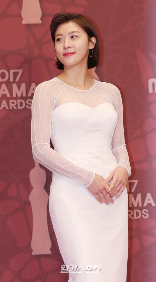 Thảm đỏ MBC Drama Awards hội tụ 30 sao khủng: Rắn độc Hyoyoung cúi người khoe ngực đồ sộ, chấp hết dàn mỹ nhân hạng A - Ảnh 21.