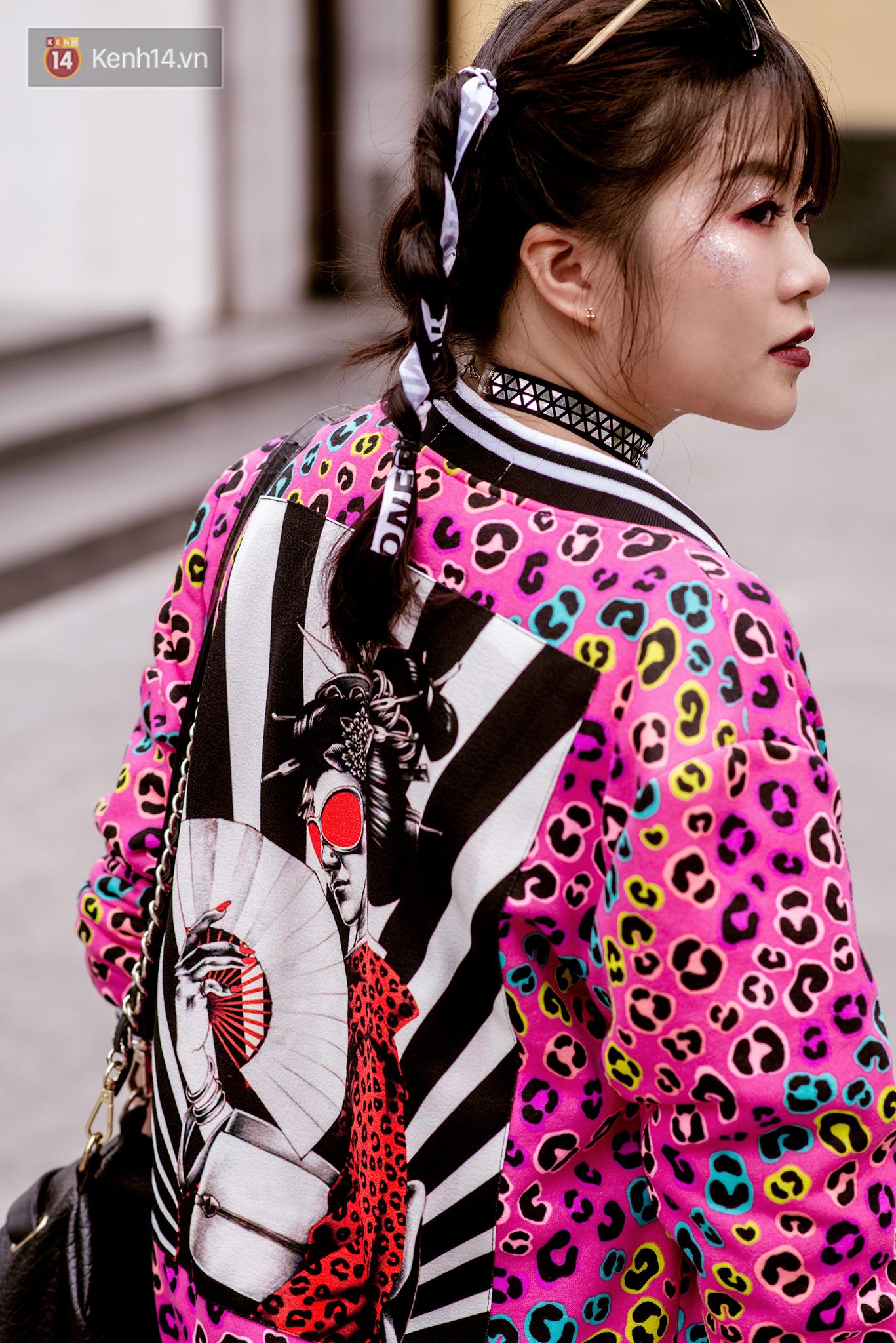 Street style 2 miền: Dù theo phong cách nữ tính hay cool ngầu, các bạn trẻ cũng mix đồ cực hay và diện toàn item trendy nhất - Ảnh 16.