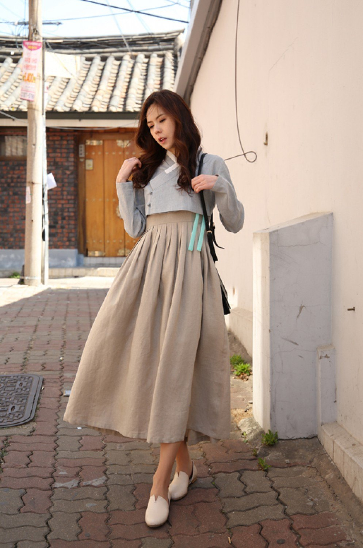 Hanbok bị xào nấu thành váy ngắn, netizen Hàn lại được dịp tranh cãi nảy lửa - Ảnh 3.
