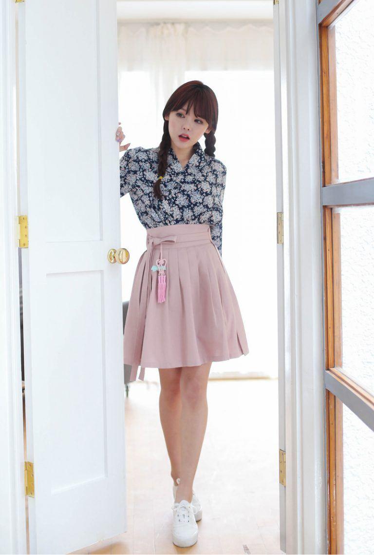 Hanbok bị xào nấu thành váy ngắn, netizen Hàn lại được dịp tranh cãi nảy lửa - Ảnh 4.