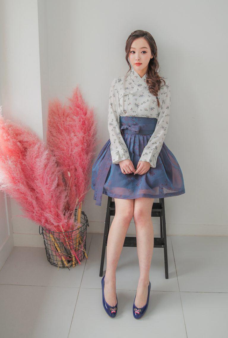 Hanbok bị xào nấu thành váy ngắn, netizen Hàn lại được dịp tranh cãi nảy lửa - Ảnh 5.